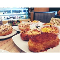 Photo taken at Levain Boulangerie & Pâtisserie by Stella C. on 6/7/2013