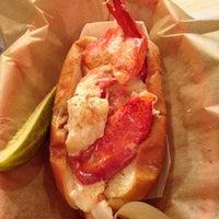 Foto tomada en Luke's Lobster por Bethysmalls el 6/30/2013