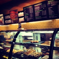 Снимок сделан в Starbucks пользователем Caty-Mylene 3/26/2013