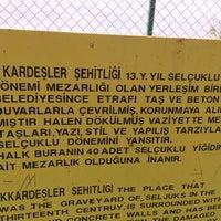 Photo taken at 40 kardesler sehitligi by Durmuş K. on 5/29/2015