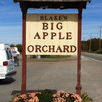 Photo taken at Blake's Big Apple Orchard by J_Stoz on 10/1/2012