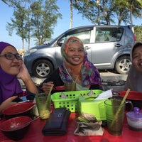 Photo taken at yong tau fu steamboat hery by Nurul S. on 2/17/2016