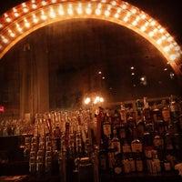Photo prise au The Honeymoon Cafe & Bar par Steve C. le11/7/2014