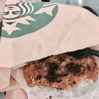 Foto tirada no(a) Starbucks por Dayday em 5/31/2017