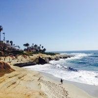 Das Foto wurde bei La Jolla Beach von Bryan F. am 5/19/2015 aufgenommen