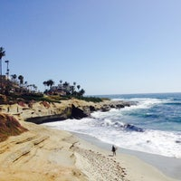 Foto tirada no(a) La Jolla Beach por Bryan F. em 5/19/2015