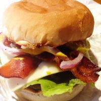 Foto tomada en Wild Willy's Burgers por Daigo F. el 10/22/2012