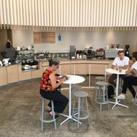 Foto scattata a Blue Bottle Coffee da Kanayo K. il 8/27/2018