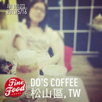 Photo taken at Do's Coffee by 偉挺 林. on 5/16/2013