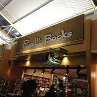 Foto tomada en Powell's Books por Miike el 1/5/2013