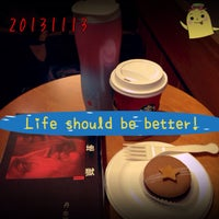 Photo taken at 星巴克 Starbucks by Carrie H. on 11/13/2013