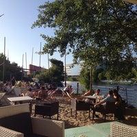 Das Foto wurde bei Sage Restaurant & Beach von Maija M. am 7/23/2013 aufgenommen