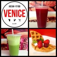 Foto tirada no(a) Venice Juicebar & Fitfood por Ismael V. em 2/20/2014