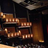 Foto scattata a Ahmanson Theatre da Jeff S. il 10/16/2013
