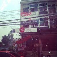 Photo taken at Farang Kitchen by Somkid K. on 4/4/2014
