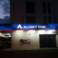 Foto tirada no(a) Alliance Bank por Hana . em 8/9/2014