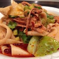 Das Foto wurde bei Xi'an Famous Foods von Yvette B. am 3/5/2015 aufgenommen