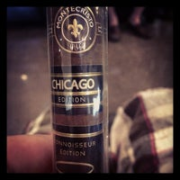 Photo prise au Smoky's Tobacco and Cigars par Ben B. le8/2/2013