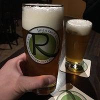 Foto diambil di Radniční restaurace a Pivovar oleh Michal H. pada 1/6/2018