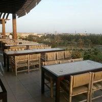 Das Foto wurde bei Shababik Restaurant von Shababik Restaurant | مطعم شبابيك am 11/26/2014 aufgenommen