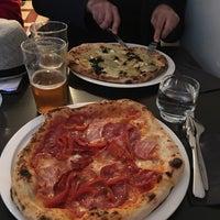 Photo prise au Daddy Greens Pizzabar par T-P V. le8/19/2017