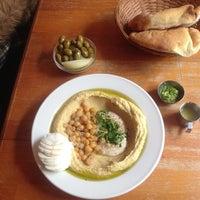 Foto tomada en Zula Hummus Café por BarbNerdy el 4/10/2013