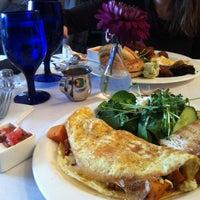Foto tirada no(a) Poached Breakfast Bistro por Carmelle P. em 4/19/2014