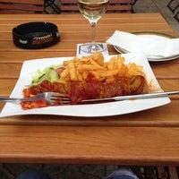 Das Foto wurde bei Restaurant Floh von ursula s. am 5/12/2013 aufgenommen