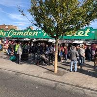 รูปภาพถ่ายที่ Camden Town โดย Mehmet S. เมื่อ 9/29/2018