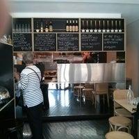 Foto scattata a Cafe de France da Ian L. il 9/21/2014