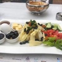 Foto tirada no(a) Mihri Restaurant & Cafe por Vehbi S. em 10/8/2018