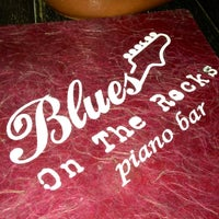 Foto diambil di Blues On The Rocks oleh Renan C. pada 4/28/2013