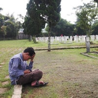 Photo taken at Taman Makam Pahlawan Nasional (TMPN) Cikutra by Amir H. on 5/31/2016