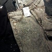 Снимок сделан в H&M пользователем Ashley T. 12/1/2012