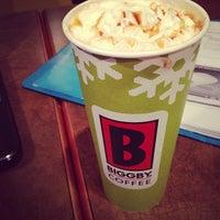 รูปภาพถ่ายที่ Biggby Coffee โดย Ashley S. เมื่อ 2/13/2013