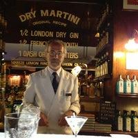 6/11/2013 tarihinde Mezcal Los Siete Misteriosziyaretçi tarafından Dry Martini'de çekilen fotoğraf