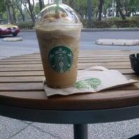 Foto tomada en Starbucks por Raphik M. el 5/13/2013