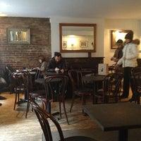 Foto tirada no(a) Irving Farm Coffee Roasters por Kevin N. em 2/5/2013