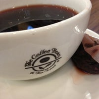 Photo taken at The Coffee Bean & Tea Leaf by Fazi F. on 3/10/2013