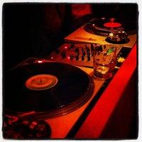 Das Foto wurde bei Favorit Bar von Shay K. am 12/27/2012 aufgenommen