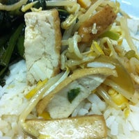 Photo taken at ร้านสุขภาพ อาหารเจ by Komyee L. on 9/23/2012