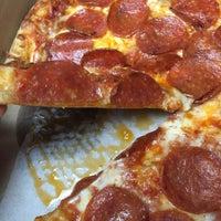 1/26/2016 tarihinde John M.ziyaretçi tarafından 3 Guys Pizza Pies'de çekilen fotoğraf