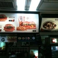 Foto tirada no(a) McDonald's por Tiago Henrique D. em 11/2/2012