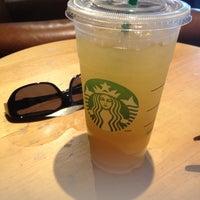 Das Foto wurde bei Starbucks von 🌺JenNeiM🌺 am 5/30/2014 aufgenommen