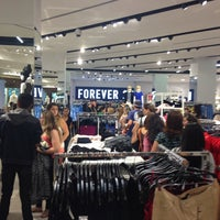 Photo taken at Forever 21 by Rogerio L. on 12/18/2014