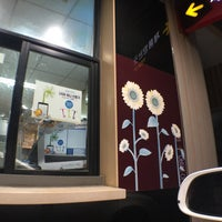 Photo taken at LOTTERIA by 김물만바롸기 휴. on 8/5/2015