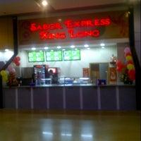 Photo taken at Sabor express xing long by alberto g. on 5/24/2013