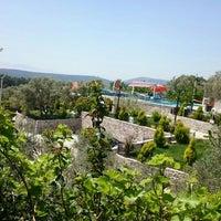 Das Foto wurde bei Köyüm Bahçe Restaurant von Handan am 4/18/2016 aufgenommen