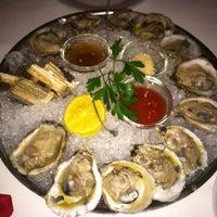 Das Foto wurde bei Eddie V's Prime Seafood von Jin A. am 11/6/2012 aufgenommen