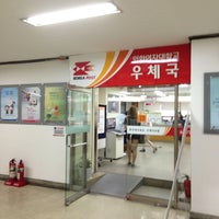Photo taken at Post Office by yoonkyung j. on 8/22/2013